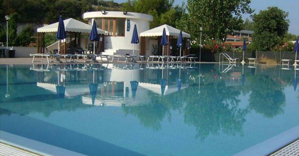 Villaggio Alga Blu - Piscina02